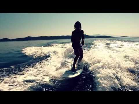 Afterklaps feat. Mike Palace - Holiday Sun (Lyric Video)