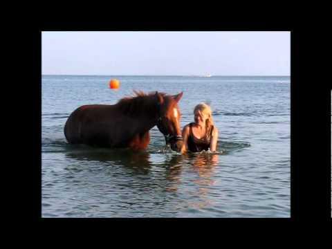 Tanja & Galina på stranden 010811