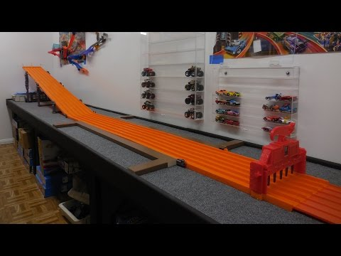 DHR Downhill Racing with Maisto On The Super 6 Lane Raceway from Hot Wheels