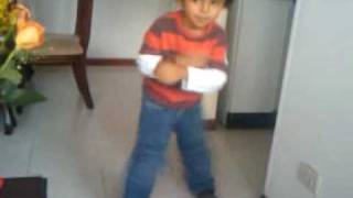 Alejo bailando Tecktonik(This video was uploaded from an Android phone., 2009-05-09T21:34:05.000Z)