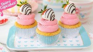 CUPCAKES DE CHOCOLATE BLANCO Y FRESAS   ESPECIALES PARA CELEBRACIONES   Quiero Cupcakes!