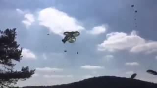 WER BEZAHLT DAS ?  US-Geländewagen fallen ungebremst vom Himmel - US Truppenübung in Hohenfels