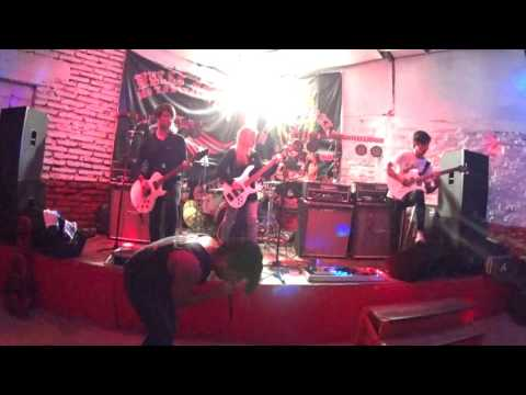 NEVER BACKDOWN - Santiago Underground -live in Club Hells Angels (chile)