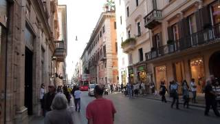 Roma Italia   caminando por calle de tiendas