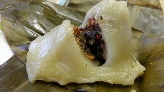 how to make num koum glutinous rice dumplings filled with sweet coconut basil seeds and peanuts