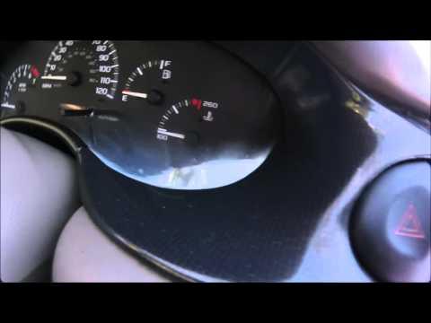 Que Significa la Luz del Check Engine en el tablero de mi Carro?