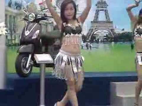 Vietnam girl model at vietnammotor.com