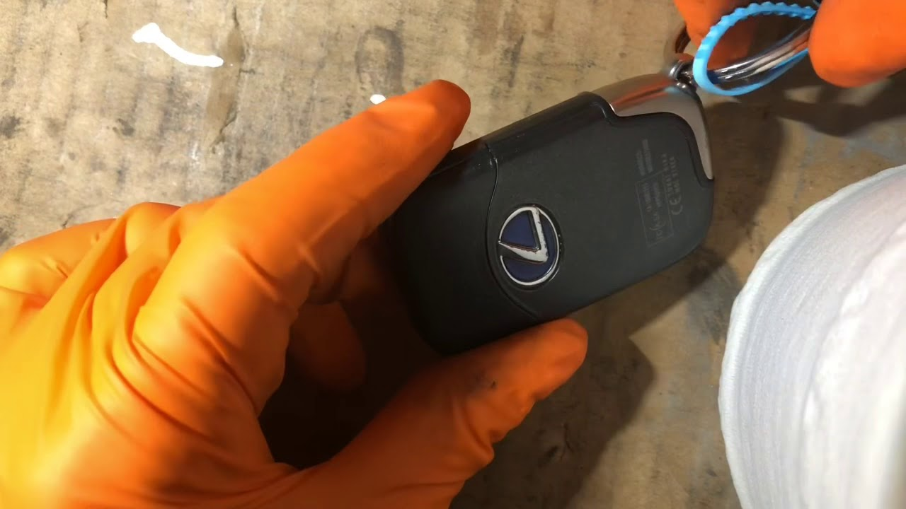 Lexus Key Fob Replacement >> Lexus CT200h key fob remote battery replacement how to ...