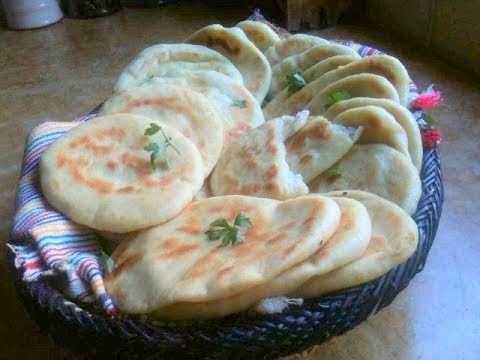 The Tastiest Flat Bread Ever (Arabic Subtitles) وصفة الذ خبزمقلاة Travel Video