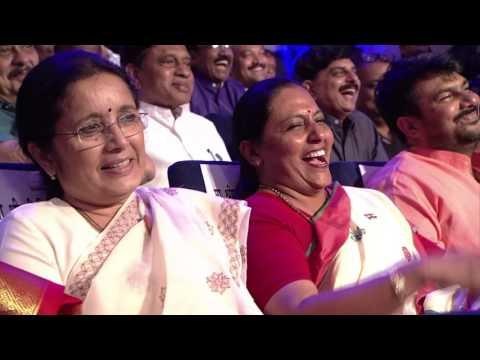 CM Devendra Fadanvis recieves Lokmat Readers Choice Award