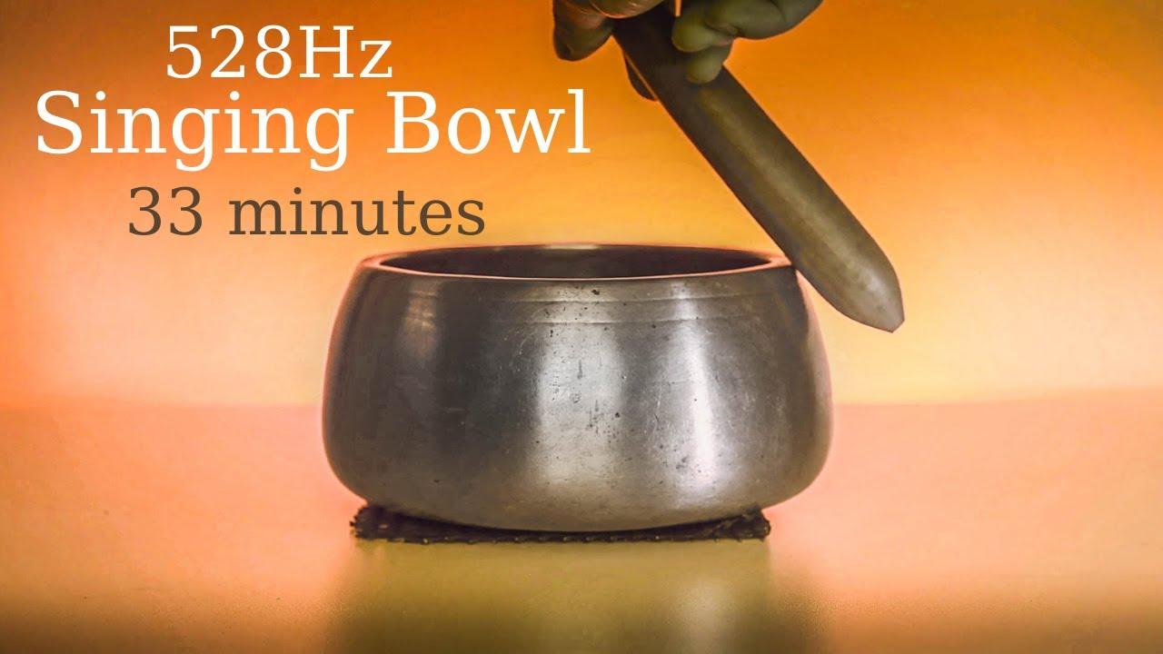 528 Hz Singing bowl sound meditation with an antique Himalayan Mani bowl 33 minutes