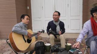 CÂY ĐÀN GUITAR CỦA LOT-KA - Đình Khoa ngẫu hứng hát trên vỉa hè quán TARA CAFE với guitar Văn Nhất