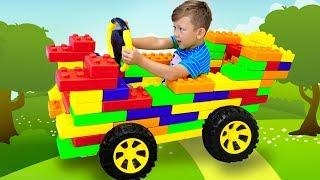 सेना और पिताजी लेगो कलर ब्लॉक के साथ खेलते हैं और बच्चों के लिए एक टाइपराइटर बनाते हैं