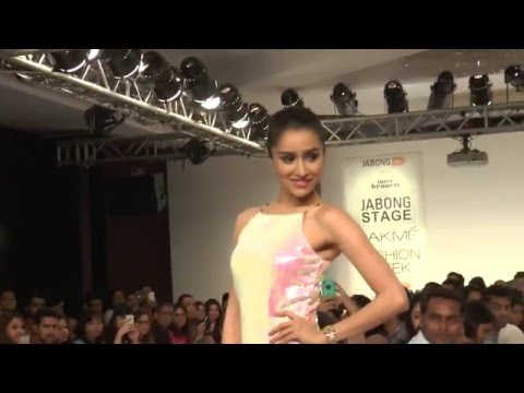 Shraddha Kapoor's Sizzles The Ramp At Lakme Fashion Week 2015   Day 2   Full Show