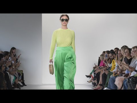 [VIDEO] - Caroline Charles 0909 Collection | London Fashion Week | Fashion Funky 1