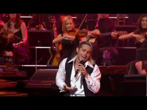 Bajo El Cielo De Noviembre (November Sky) - Ender Thomas : Yanni Voices Concert (Acapulco 2008)
