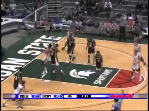 Jon Horford of Grand Ledge High School drive to the basket