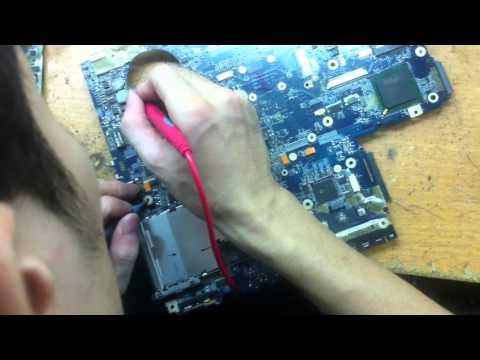 Hướng dẫn học viên khò IC và đo nguồn Laptop