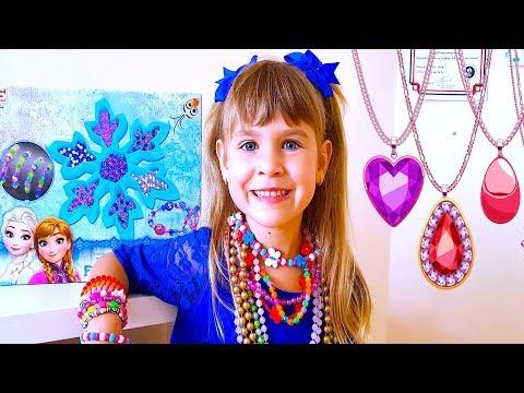 Arina plays in kids jewelry toy shop
