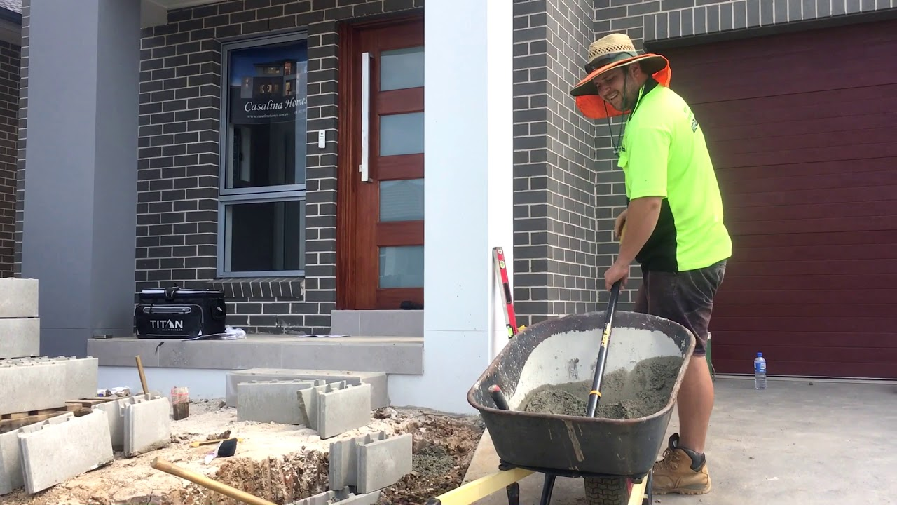 Wayne's Landscaping building a retaining wall - Wayne's Landscaping Building A Retaining Wall - YouTube