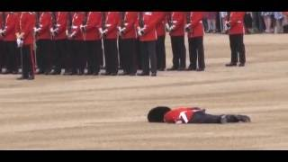 Queens guard dies LIVE ON TV 6.10.2016 RIP THOMAS MOORE