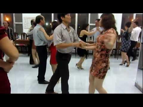 Khieu vu DƯỠNG SINH - tango -CLB NHIP SỐNG VUI NVHLĐ BÌNH ĐỊNH - SINH NHAT THÁNG 2/13 - T.H