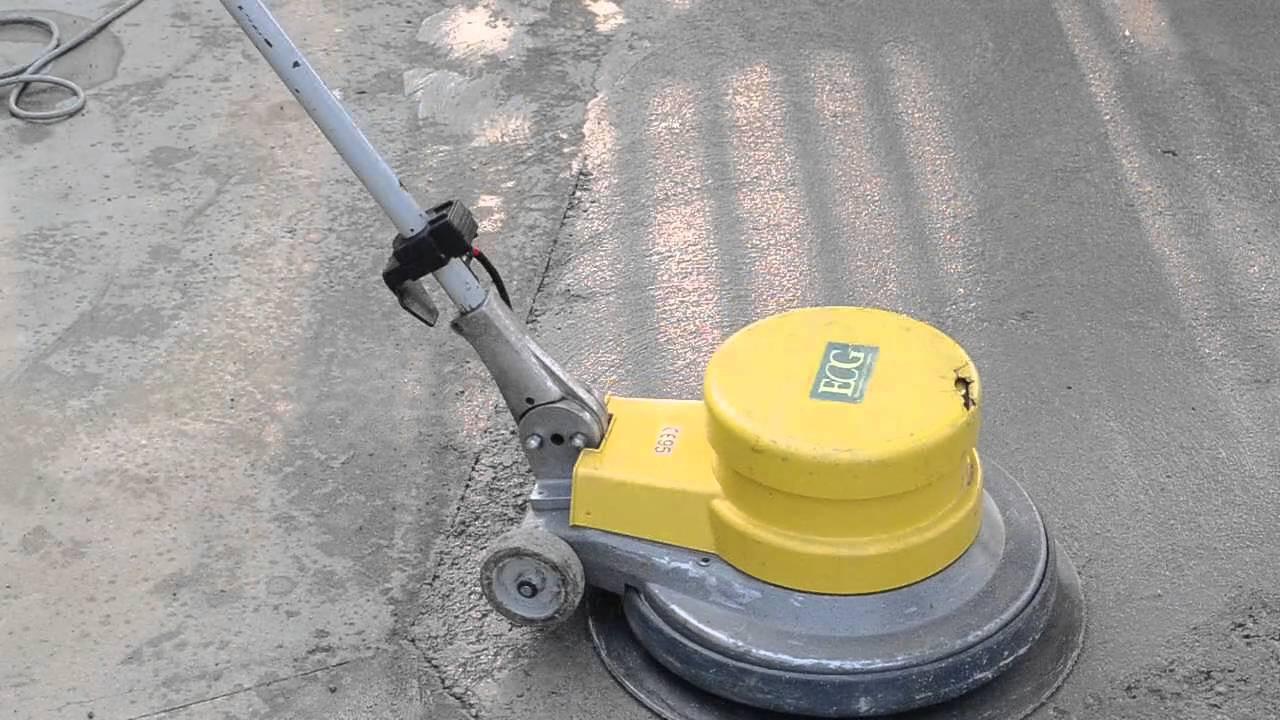 Elicottero Cemento : Lisciatura di massetti in calcestruzzo monospazzola