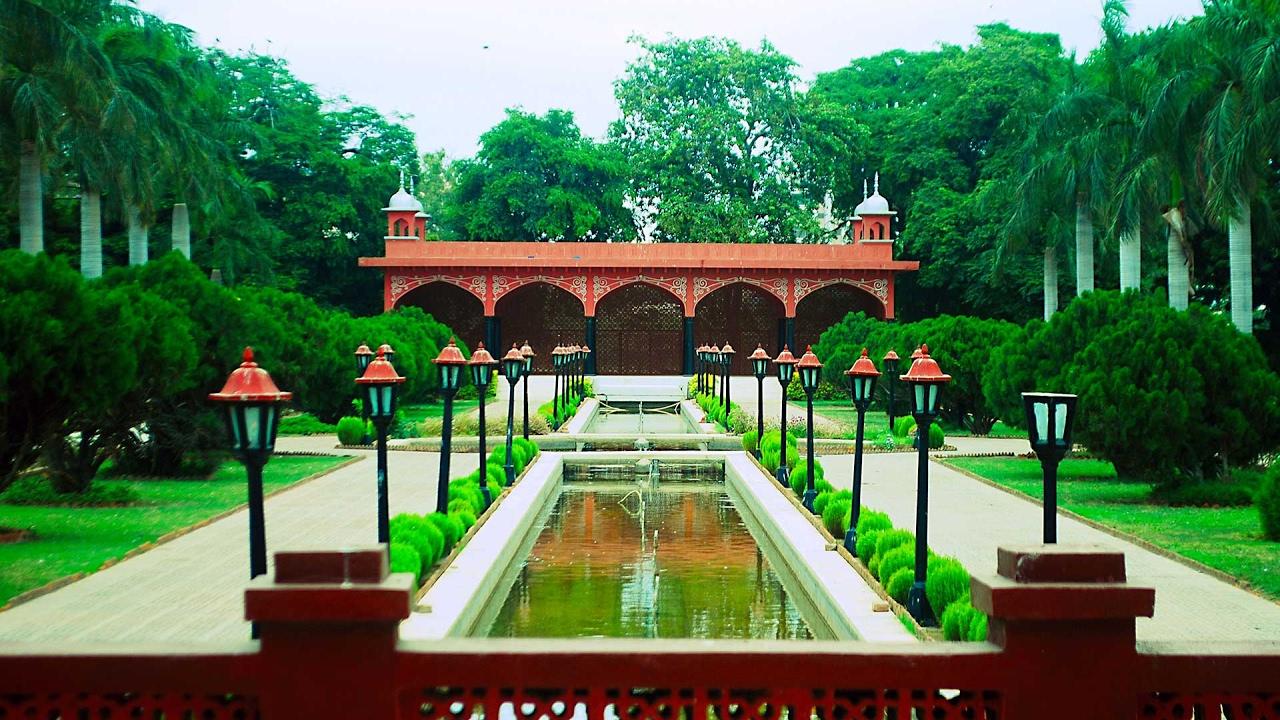 Karachi Zoo (Zoological Garden) Tour By Train Full HD