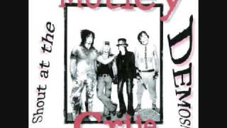 Mötley Crüe - Knock Em