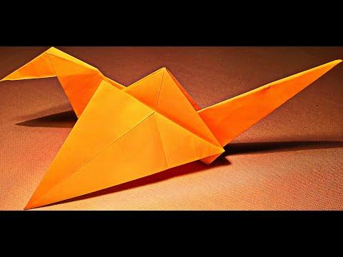 Машущая крыльями птица оригами.