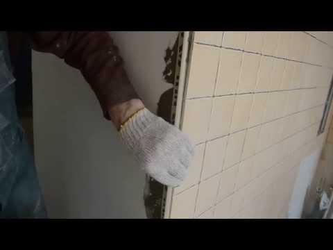 установка пластмассового уголка для наружного угла на плитке