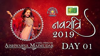 Aishwarya Majmudar   Garden City Navratri India   Day 01 Highlights 2019