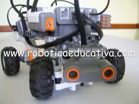Robot NXT busca una salida con ultrasonido