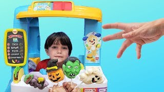 Zack Pretend to play with fun food truck toy - nursery rhymes songs