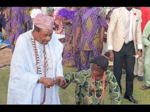 Watch Rare video Alaafin of Oyo dancing with little girl at his birthday/naming ceremony