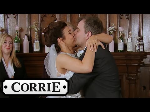 Coronation Street Steve S Weddings And Michelle Tie The Knot