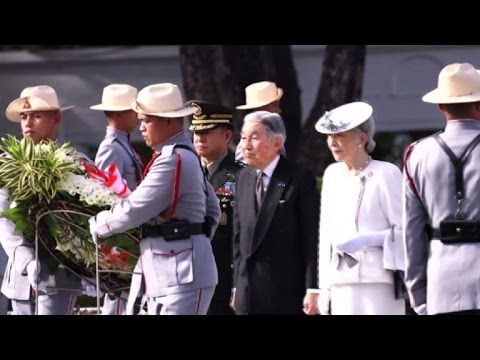Japan's Akihito visits Philippine WWII cemetery