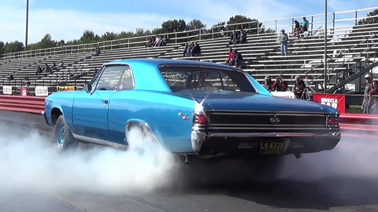 Insane Burnout 1970 Camaro Ss396 Vs 1967 Chevelle Ss396