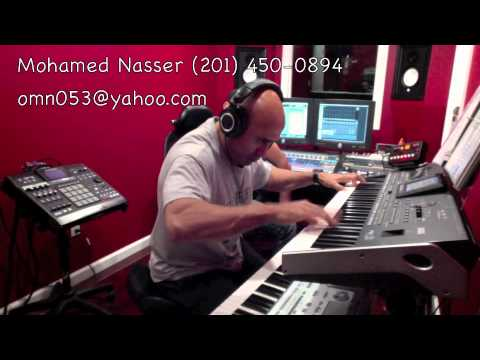 Mohamed Nasser performing Alababi Waqef على  بابى واقف قمرين ملحم بركات