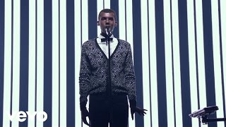 Stromae - Racine Carrée Live (Full Concert)(Stromae - √ Live. Racine Carrée Official Live Concert. Filmed at Montreal's Bell Center in September 2015. Directed by Luc Junior Tam and Gautier & Leduc ..., 2015-12-09T16:43:16.000Z)