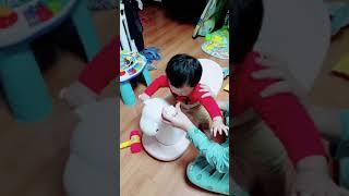11개월 아기 / 처음으로 타보는 흔들목마 / 흔들말 …