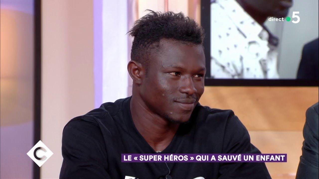 Mamoudou Gassama, le super-héros qui a sauvé un enfant - C à Vous - 28/05/2018