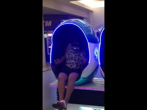 Woman Freaks out on Virtual Reality Machine - 995684