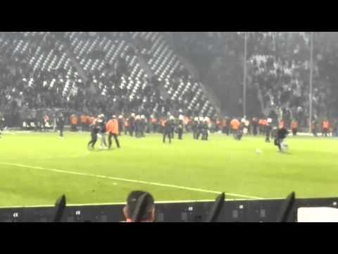 Interventions policières pendant un match de football