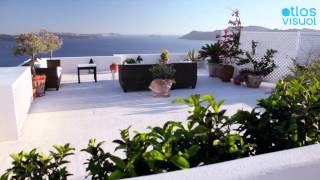Santorini, Greece - Oia - AtlasVisual(Santorini Video Map: http://www.atlasvisual.com/santorini-greece Oia is the cosmopolitan resort of Santorini and is world famous for its dreamy sunset., 2013-07-13T22:49:43.000Z)
