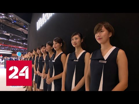Японские женщины начали бороться за право носить очки - Россия 24