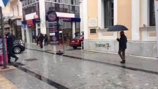 Εκκένωση έξω από το παλιό δημαρχείο στην Τρίπολη μετά από τηλεφώνημα για βόμβα