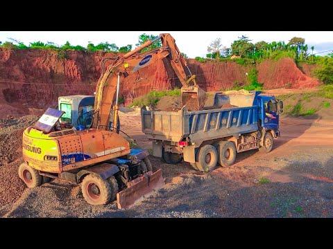 XE MÁY MÚC ĐẤT LÊN XE BEN | SAMSUNG SE130W Excavator Working On