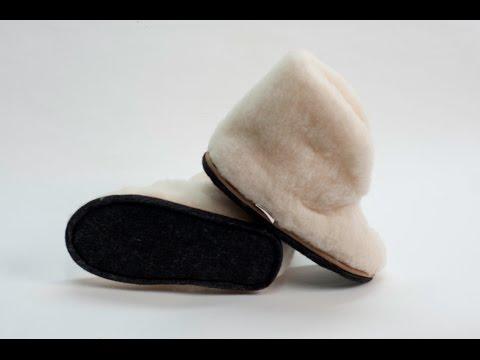 На руси чуни изготавливали из пеньковой веревки которые промокали, современные же чуни из овчины не боятся влаги. Купить мужские чуни из овчины в москве можно через наш интернет магазин. Домашние чуни – самая удобная обувь, в которой всегда тепло и комфортно. Чтобы зимой ноги не.