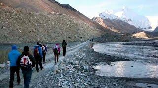 Группа детей‑инвалидов совершила восхождение на Эверест.